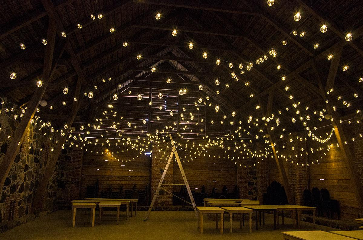 2ff7fc58aa3 Valguskett. Valgusketti on meil kolme sort: – Väikeste pirnidega LED,  läbipaistev juhe – 20x10m – Läbipaistva kupliga LED, läbipaistev juhe – 20  x10 m